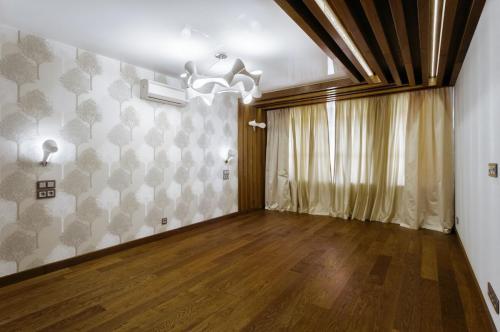 Дуб пол-потолок-стена
