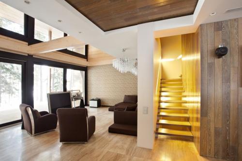 Дуб стена потолок